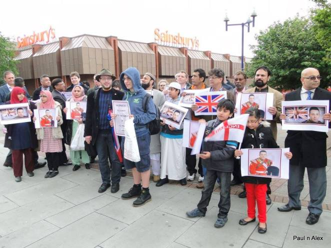 Briitish Muslims showing solidarity with the family of Lee Rigby RIP - Ilford
