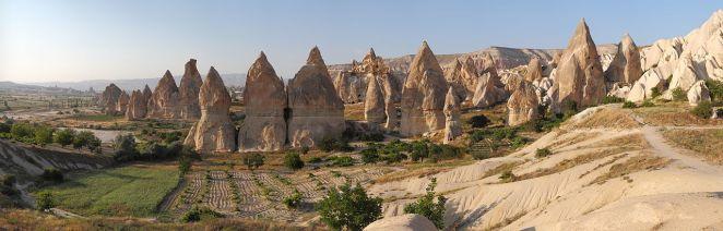 1280px-Cappadocia_Chimneys_Wikimedia_Commons