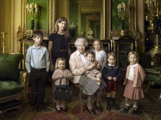 queen-royals-young